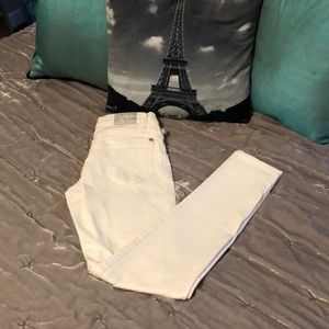 🎁3/$18🎁 NWOT Rock & Republic white jeans